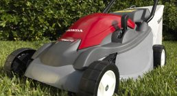 honda_lawnmower_hre370-hero